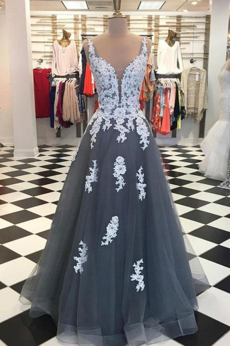 Plunging V Neck Tulle Prom Dress Grey Long Formal Evening Gown With Lace Appliques
